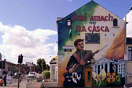 Nordirland - Ein Wandbild in Belfast erinnert an den irischen Aufstand von 1916 gegen die britische Kolonialherrschaft