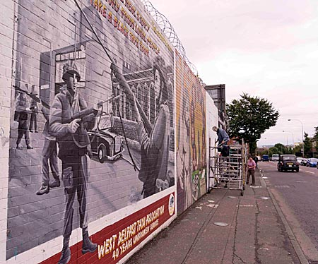 Nordirland - Wandbild an der Falls Road in West Belfast