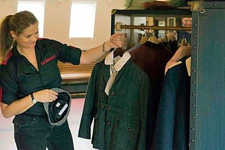 Nordirland - restaurierter ehemaliger Tender der Titanic SS Nomadic in Belfast: Passagiergepäck