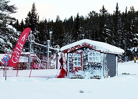 Norwegen - Skihütten im Schnee