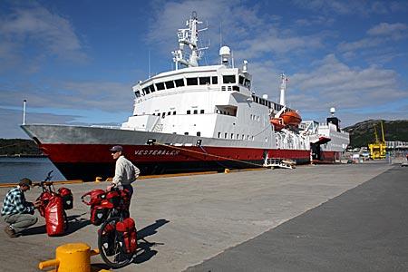 Norwegen - Lofoten - Hurtigruten-Schiff
