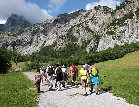 Österreich - Achensee - Exklusiv Wanderung mit den Naturparkrangern Sina Hölscher und Sebastian Pilloni in den Karwendeltälern