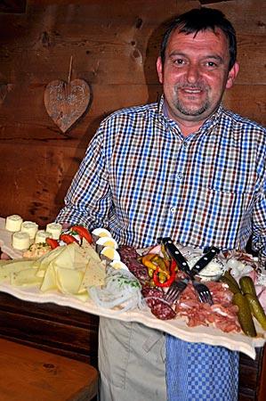 Brotzeit auf der Lammersdorfer Hütte, Millstätter See, Kärnten, Österreich