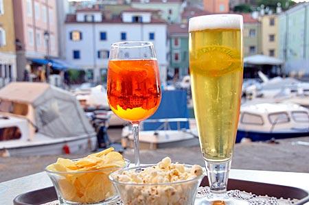 Abendstimmung im Yachthafen von Muggia. Bucht von Triest, Friaul Venetien, Italien