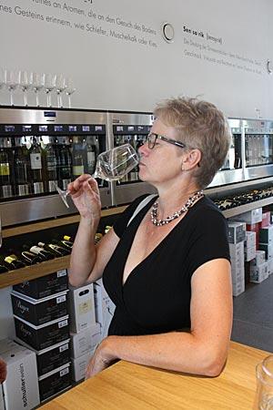 Österreich - Weinautomat in der Vinothek in Purbach