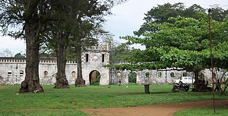Portugiesische Kolonialarchitektur in der Roça Sundy