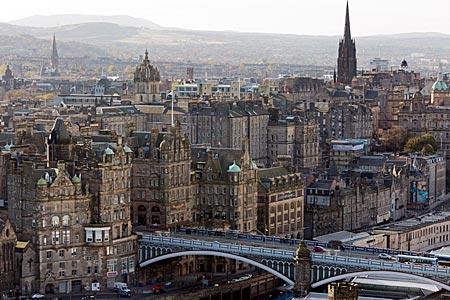 Schottland - North Bridge vor der Altstadt von Edinburgh