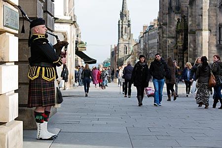 schottischer Dudelsackspieler in Edinburgh