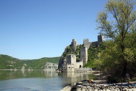 Serbien - mittelalterliche Festung Golubac