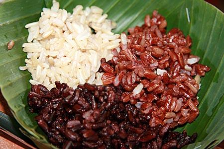 Thailand - Sukohthai - weißer, schwarzer und roter Reis