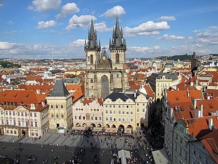 Tschechien - Prag - Blick vom Rathausturm auf Altstädter Ring mit Teynkirche