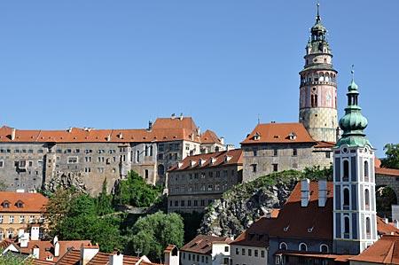 Tschechien - Silhouette der Altstadt von Krumau mit dem Rosenbergschloss