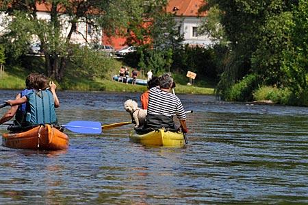 Tschiechien - Paddeln und Raften auf der Moldau ist der Volkssport Nummer Eins der Tschechen. Hier bei Krumau.