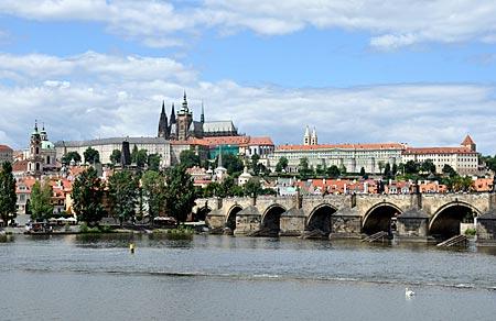 Karlsbrücke mit Hradschin-Burg, Prag, Tschechien