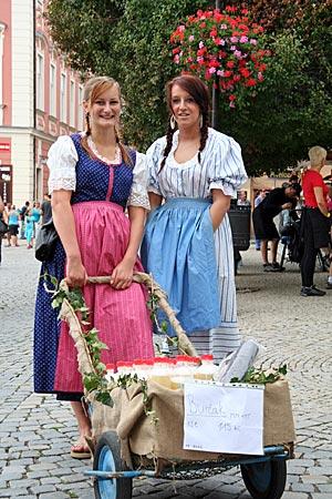 Tschechien - Südmähren - Frauen mit Burčák