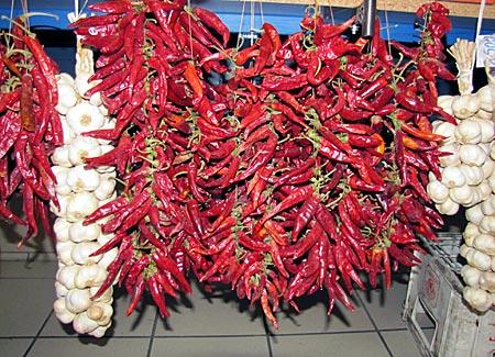 Ungarn - Budapest - Paprika in der zentralen Markthalle