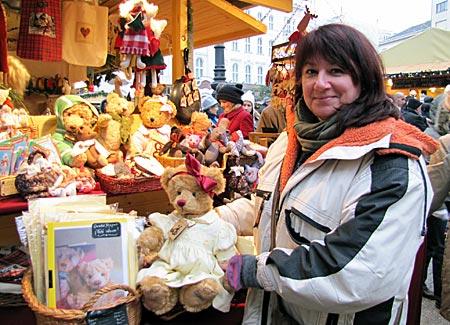 Ungarn - Budapest - Simon Kriszta mit Teddybären