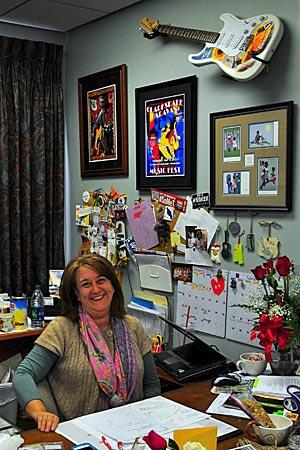 USA - Clarksdale - Der Himmel über Clarksdale, Mississippi, hängt voller Blues-Gitarren – sogar im Office der Tourimus-Managerin Kappi Allen