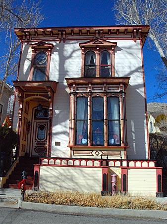 USA - Nevada - Viele Häuser erinnern heute noch an den Goldgräber-Boom in Virginia City