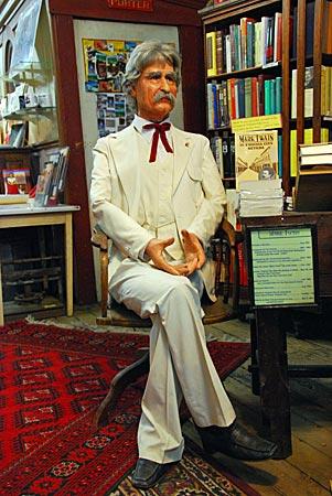 USA - Lebensgroße Nachbildung von Mark Twain in einem Bookshop, Virginia City